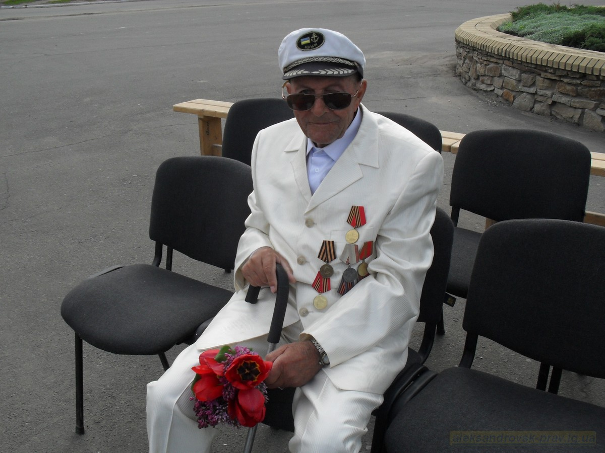 pozdravlenie-veteranov_8-05-2015_003.jpg