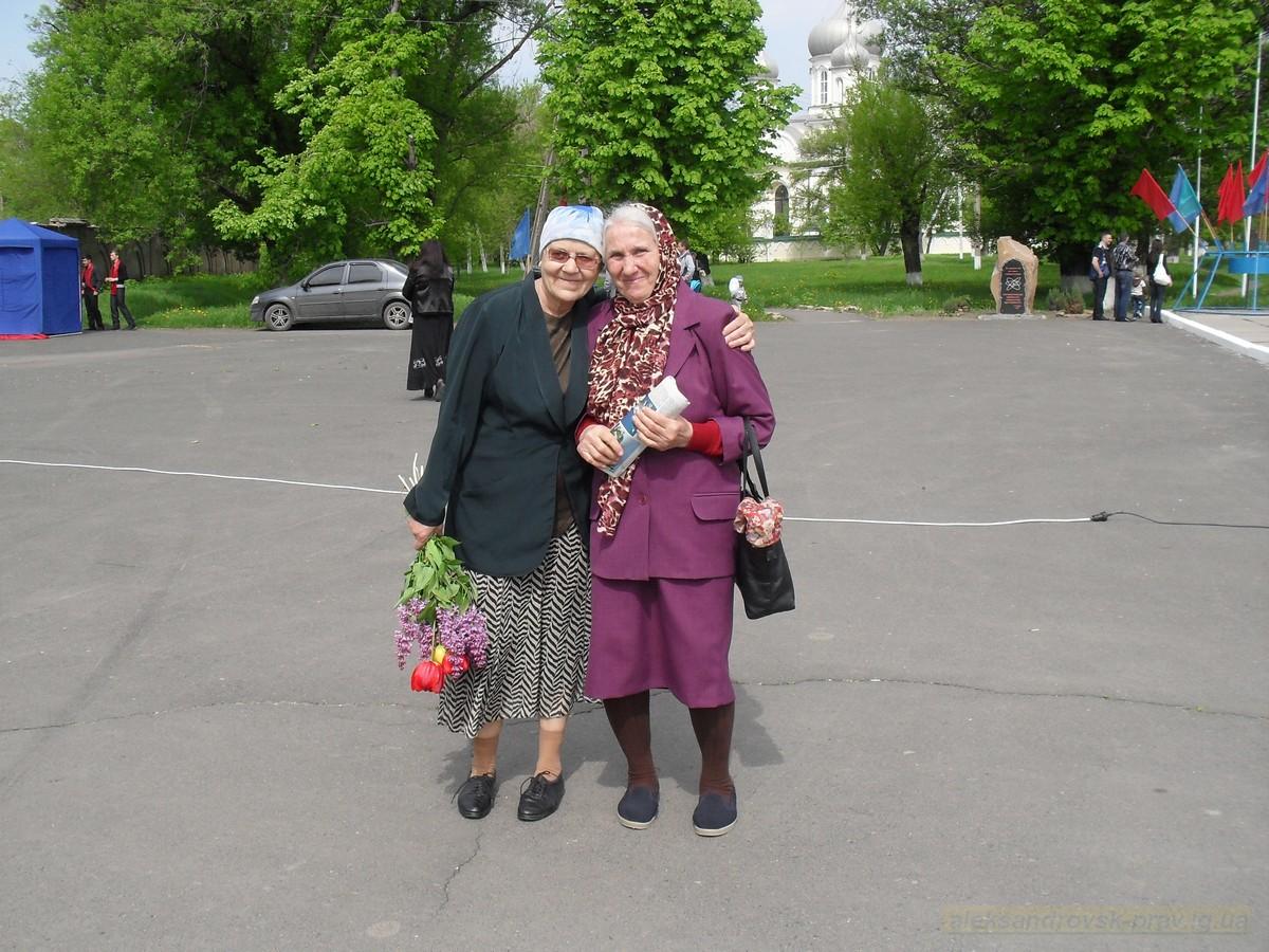 pozdravlenie-veteranov_8-05-2015_012.jpg