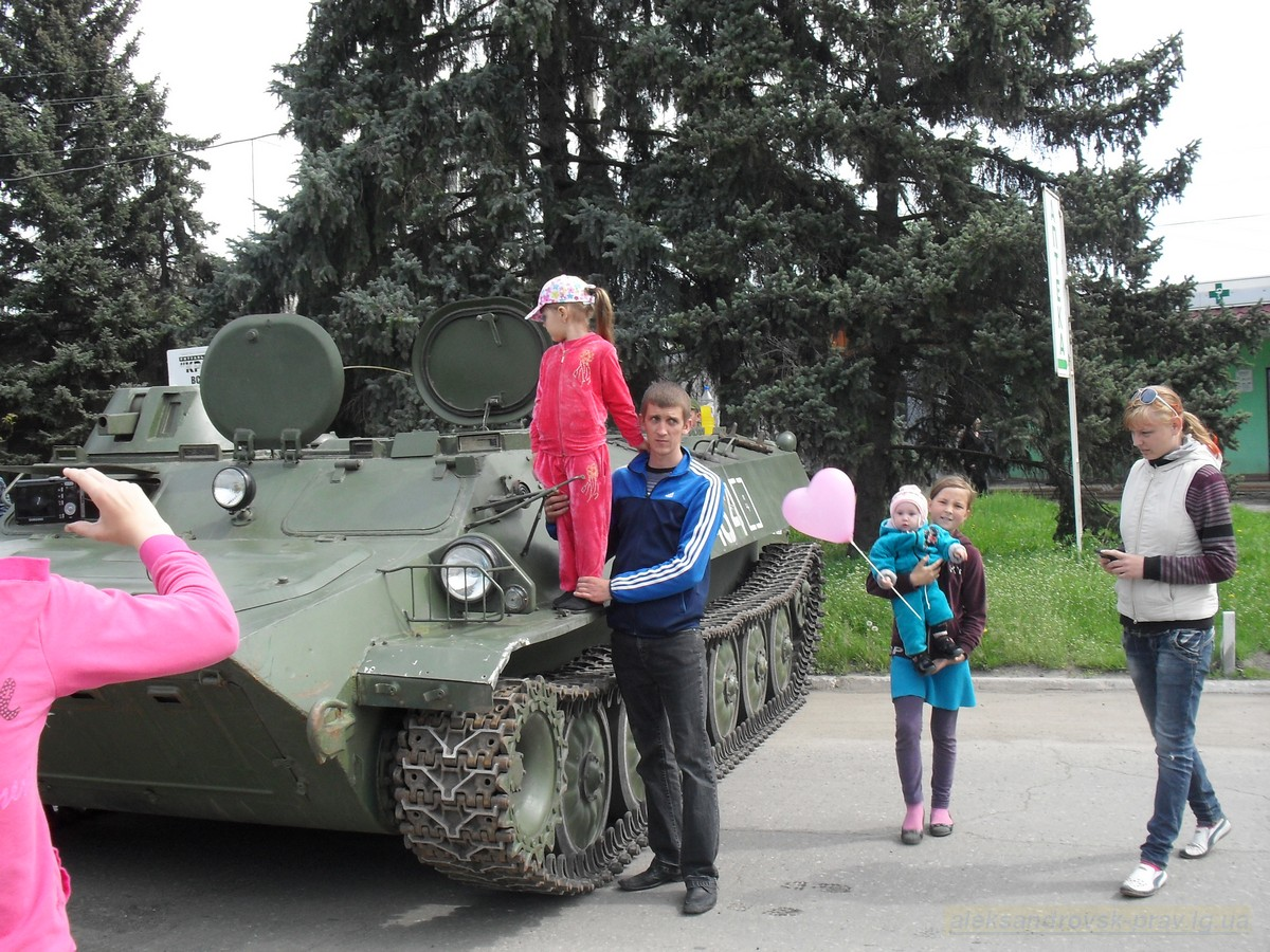pozdravlenie-veteranov_8-05-2015_017.jpg