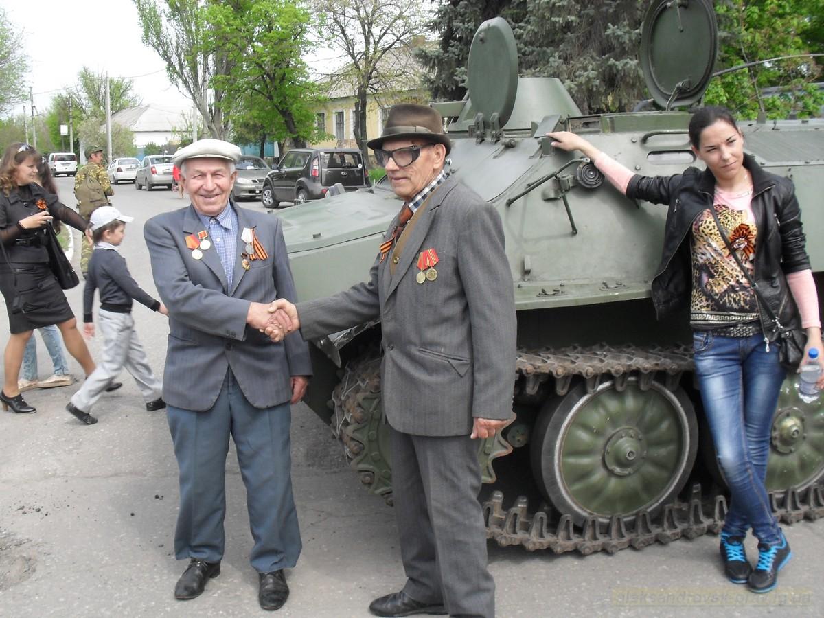 pozdravlenie-veteranov_8-05-2015_020.jpg