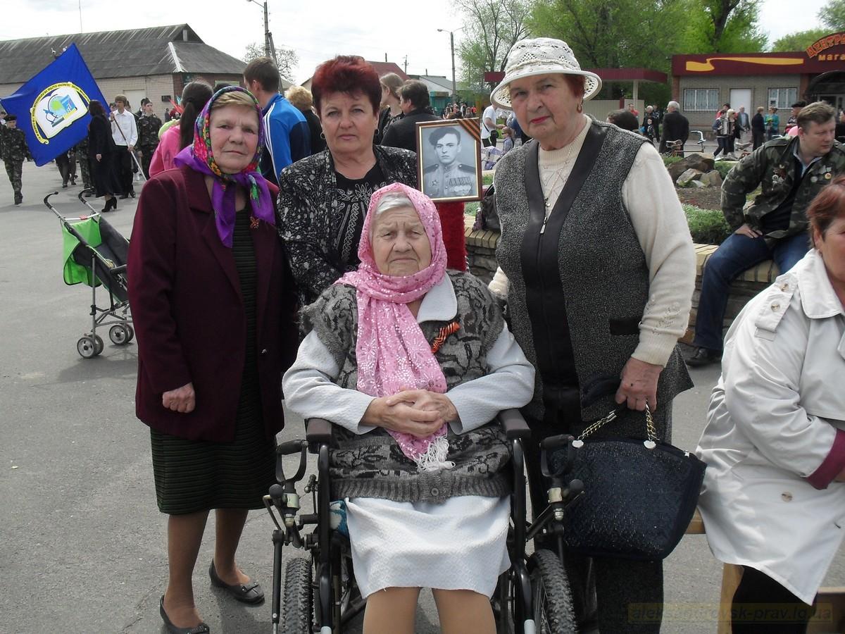pozdravlenie-veteranov_8-05-2015_023.jpg