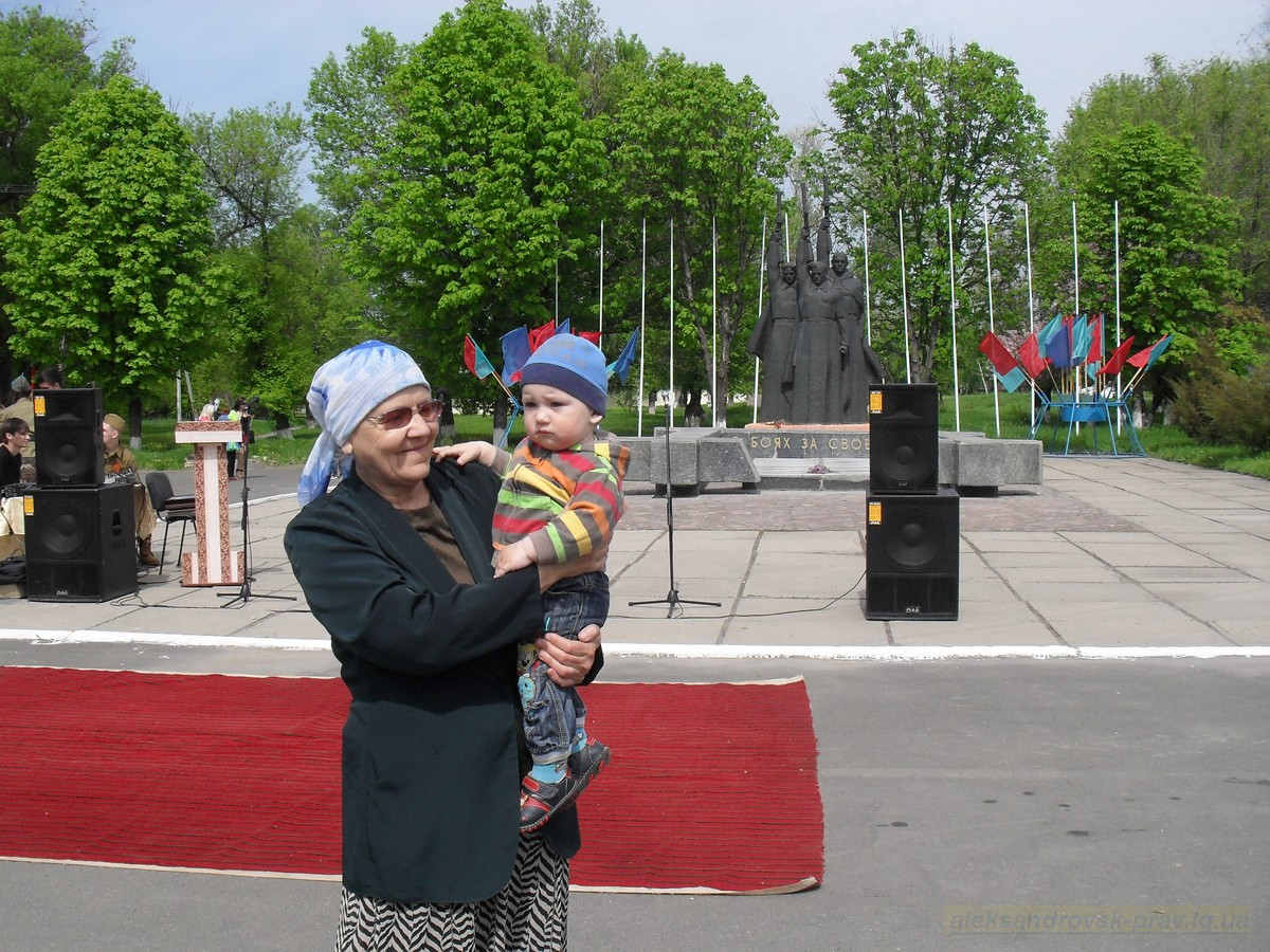 pozdravlenie-veteranov_8-05-2015_030.jpg
