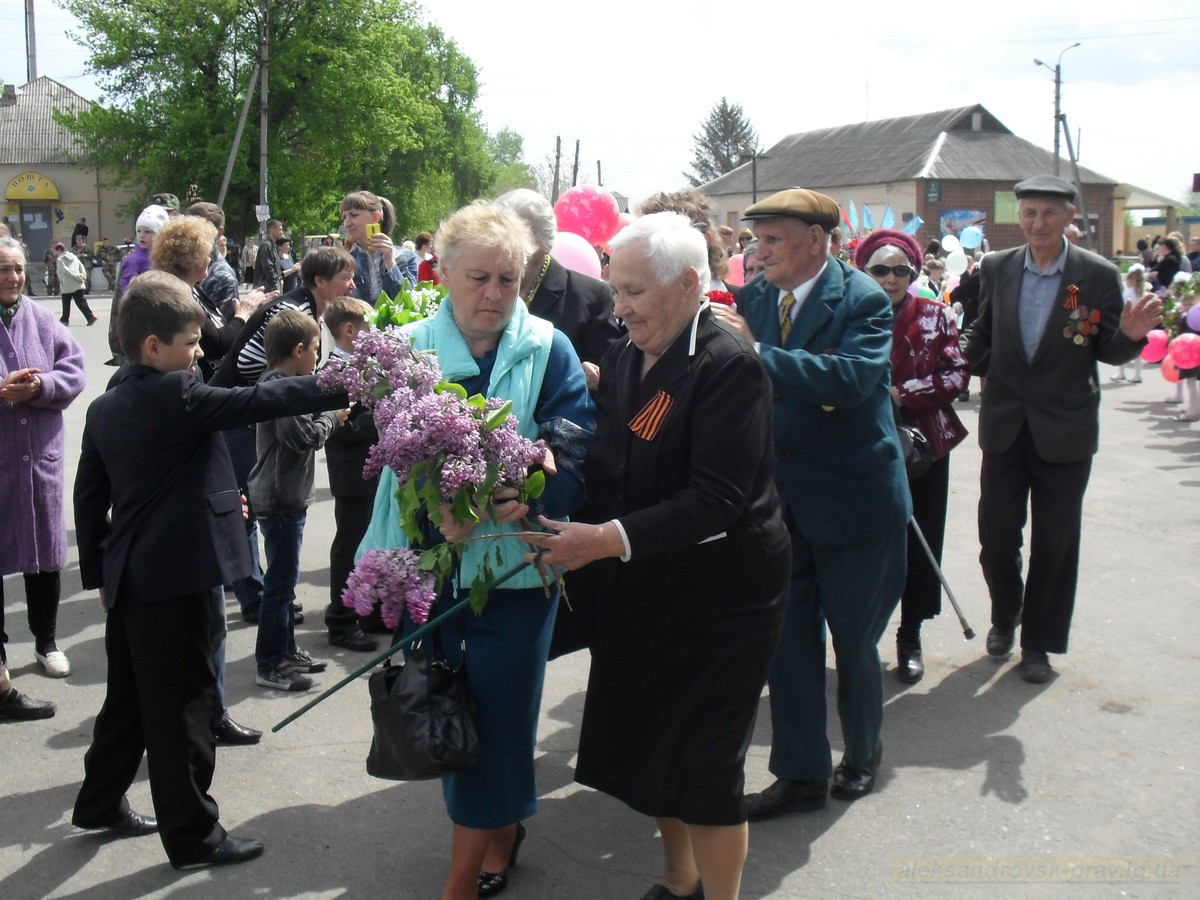 pozdravlenie-veteranov_8-05-2015_038.jpg