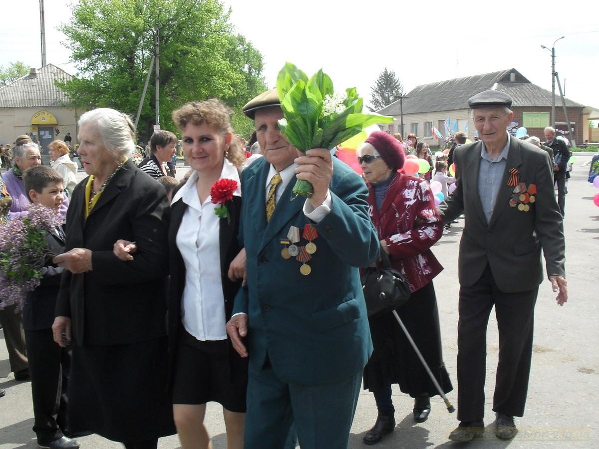 pozdravlenie-veteranov_8-05-2015_039.jpg