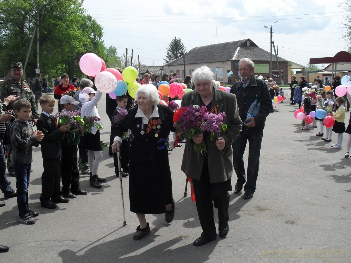 pozdravlenie-veteranov_8-05-2015_041.jpg