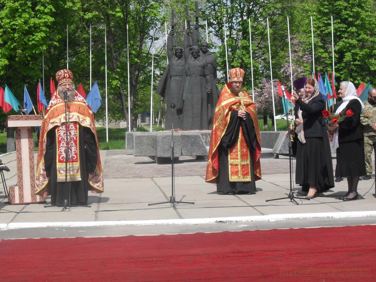 pozdravlenie-veteranov_8-05-2015_057.jpg