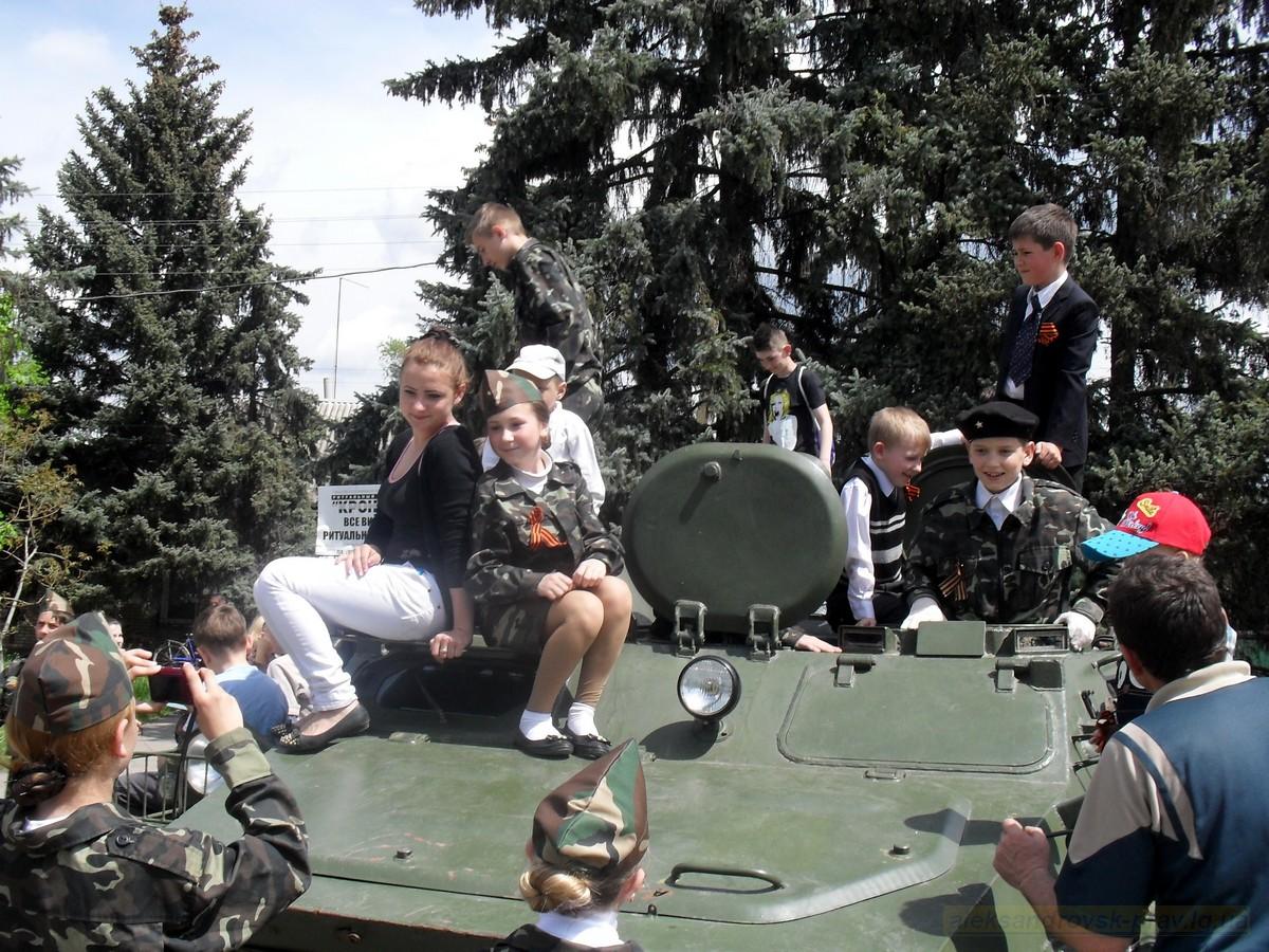 pozdravlenie-veteranov_8-05-2015_088.jpg