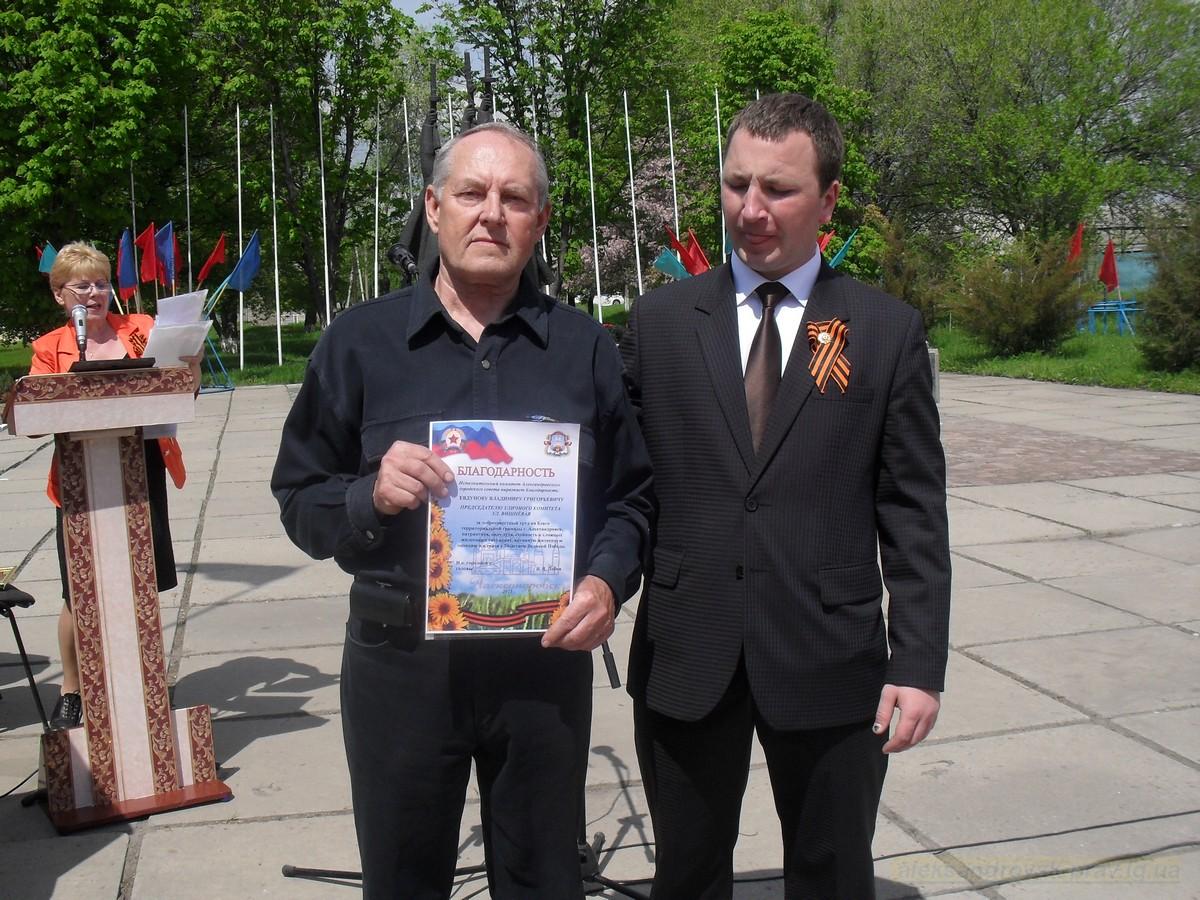 pozdravlenie-veteranov_8-05-2015_101.jpg