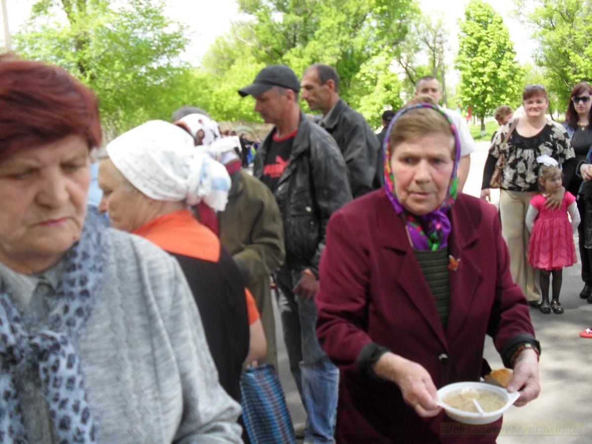 pozdravlenie-veteranov_8-05-2015_111.jpg