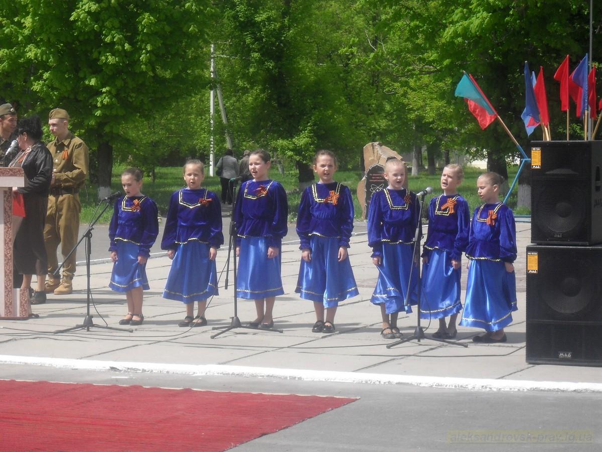 pozdravlenie-veteranov_8-05-2015_136.jpg