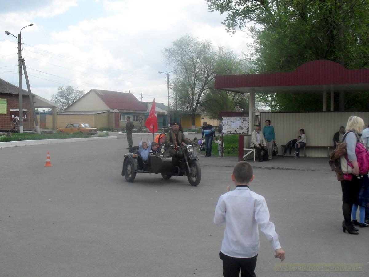 pozdravlenie-veteranov_8-05-2015_145.jpg