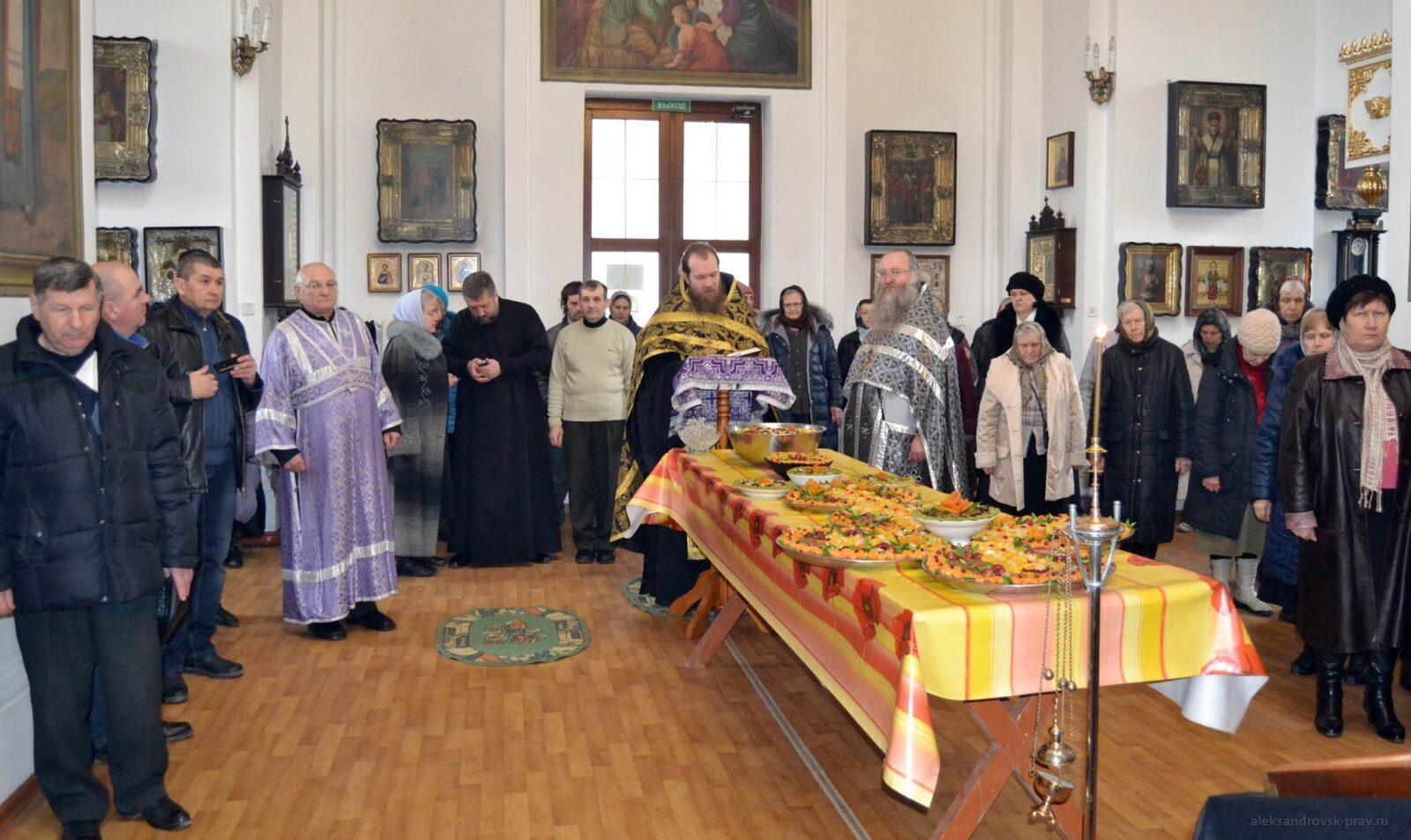 Богослужения в день чуда мученика Феодора Тирона
