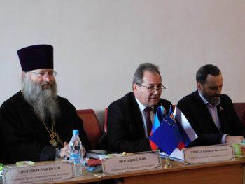 Со стороны духовенства - благочинный Александровского округа и настоятель храма прот. Иаков Лобов