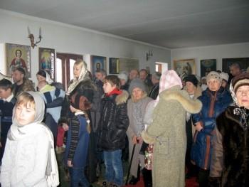 Андрей на праздничном Рождественском Богослужении в Свято-Успенском храме пос.Желтое. Причащался вместе с детьми