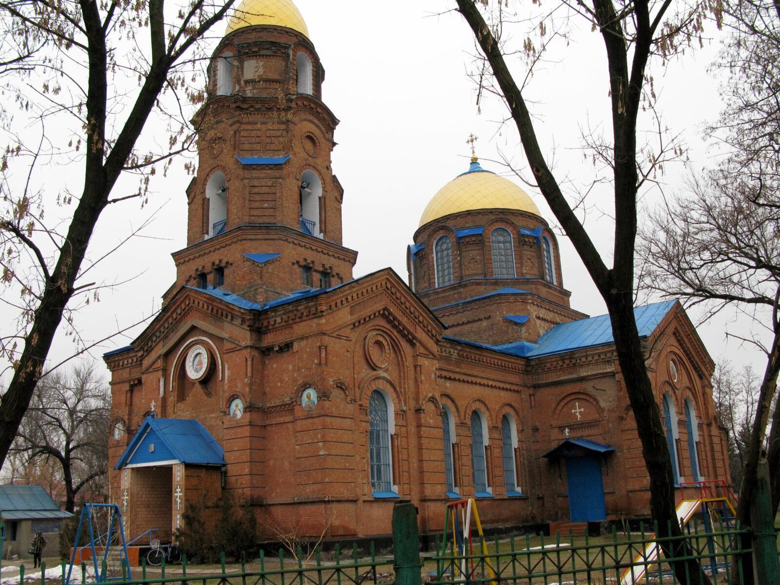 Свято-Покровский храм, Tрехизбенка
