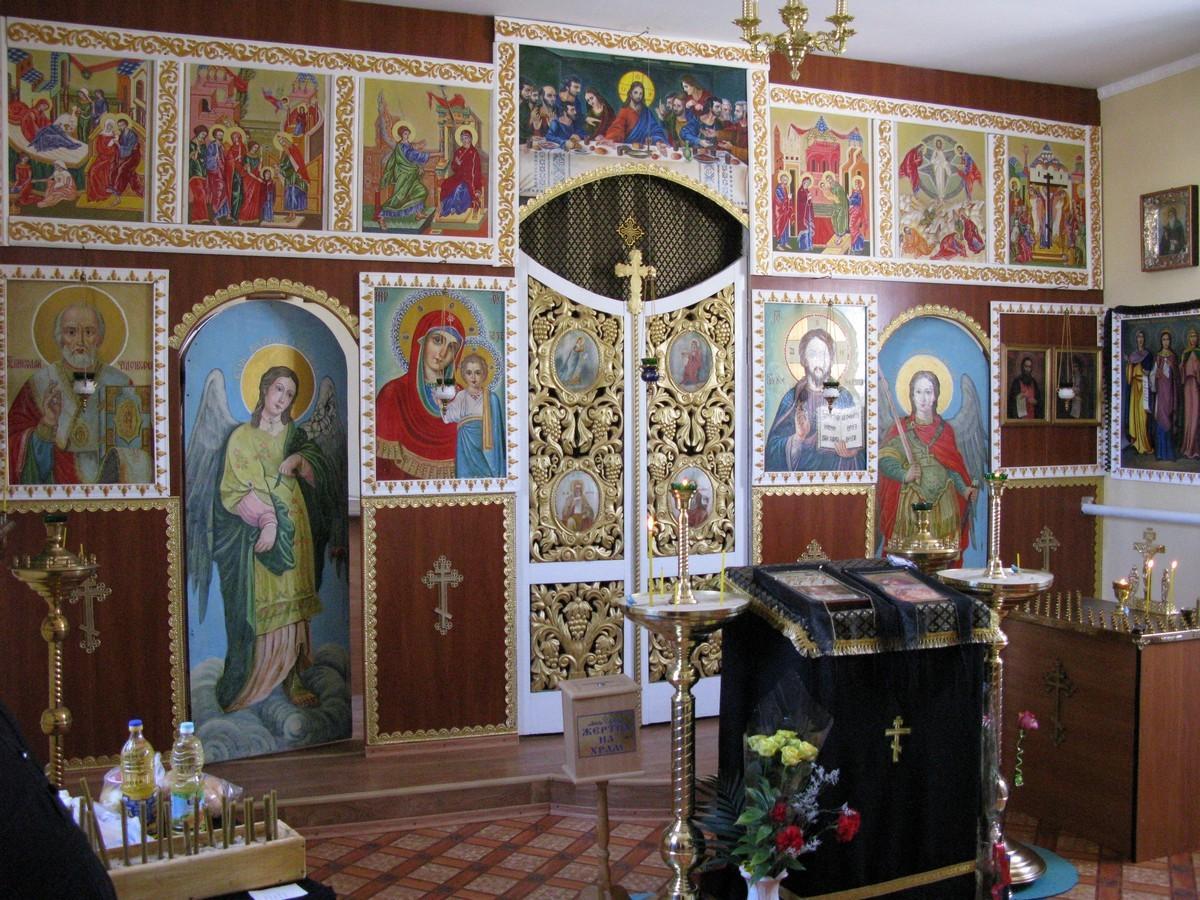 Иконостас в храме святых преподобных Антония и Феодосия Киево-Печерских, пос. Металлист
