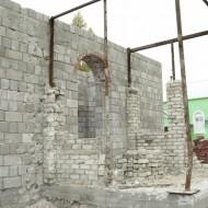 Повреждённая постройка храма в пос.Металлист