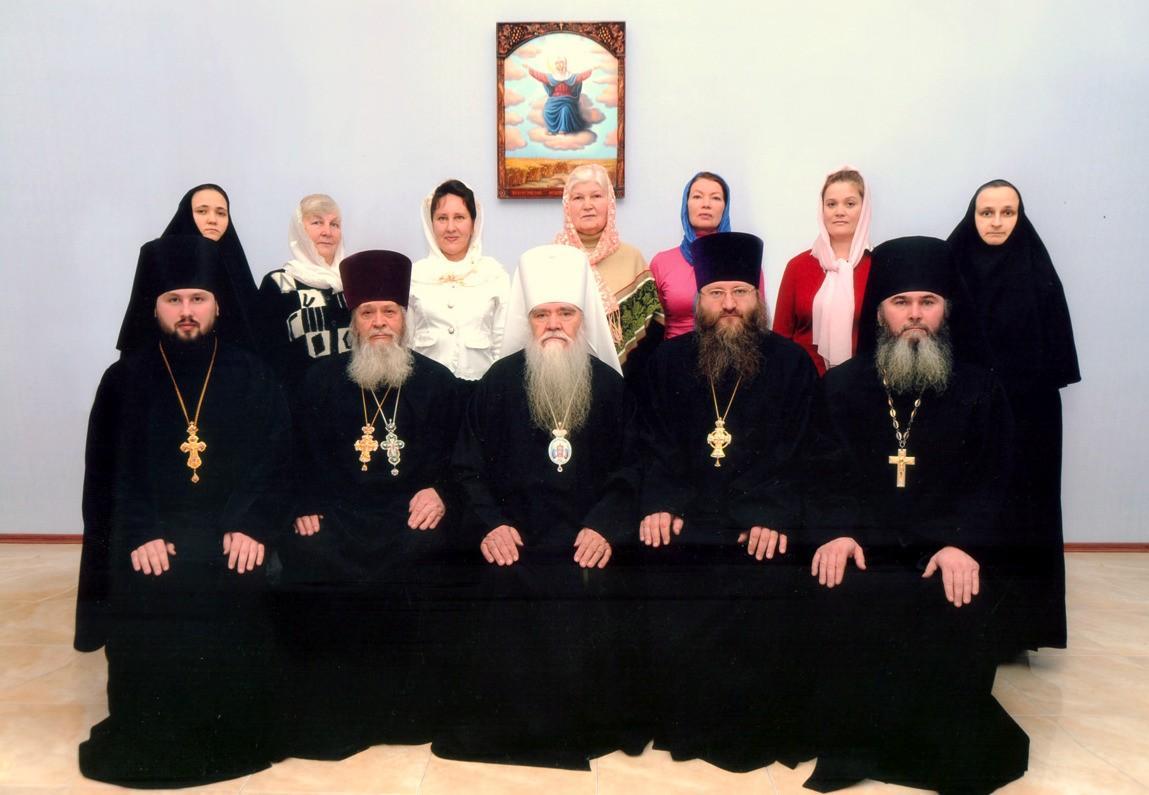 Сотрудники епархиального правления при правящем архиерее митрополите Иоанникии
