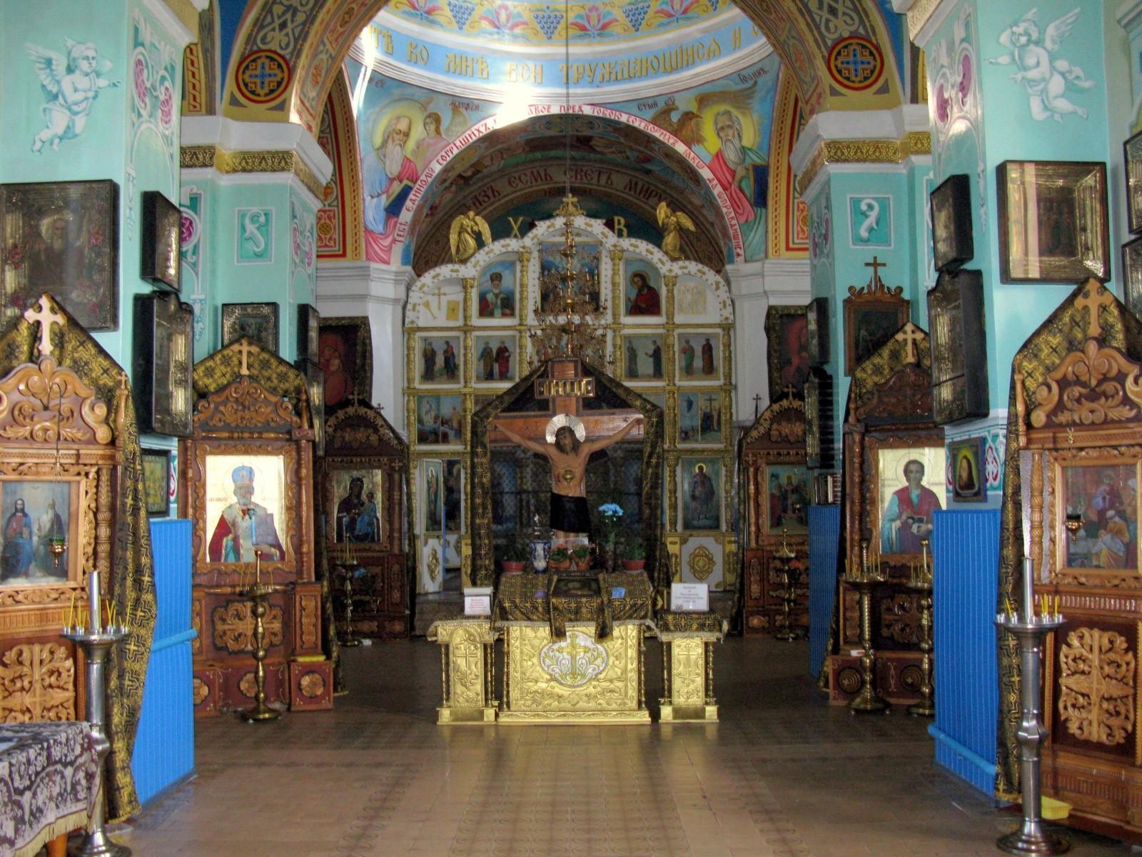 Свято-Троицкий храм, внутри