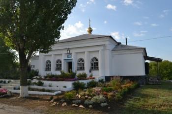 Храм вмч. целителя Пантелеимона, пгт. Криничанка (Червоногвардейское)